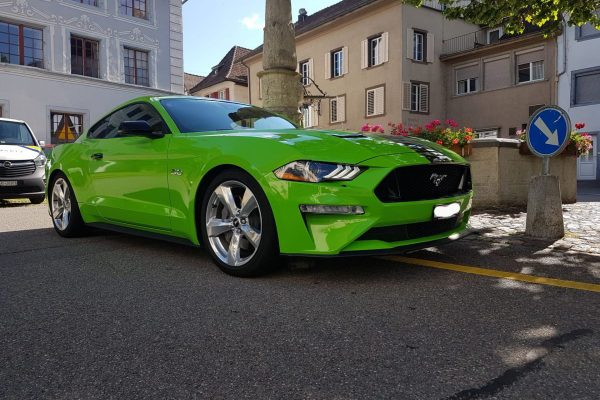 car wrapping mustang
